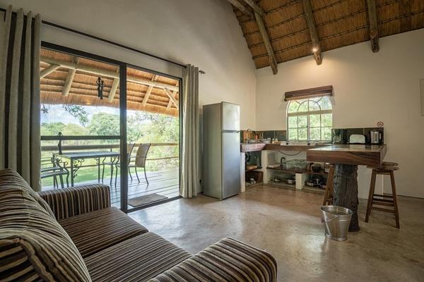 Kitchen, terrace with view on the Okavango